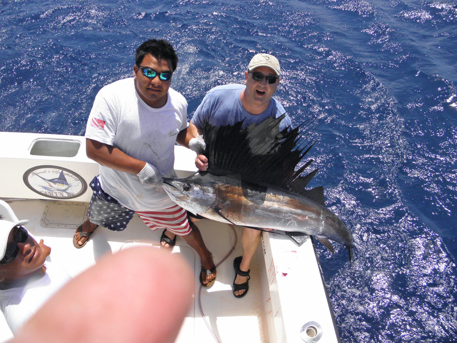 Bonito bonito fishing cancun bonito fishing isla for Deep sea fishing cancun