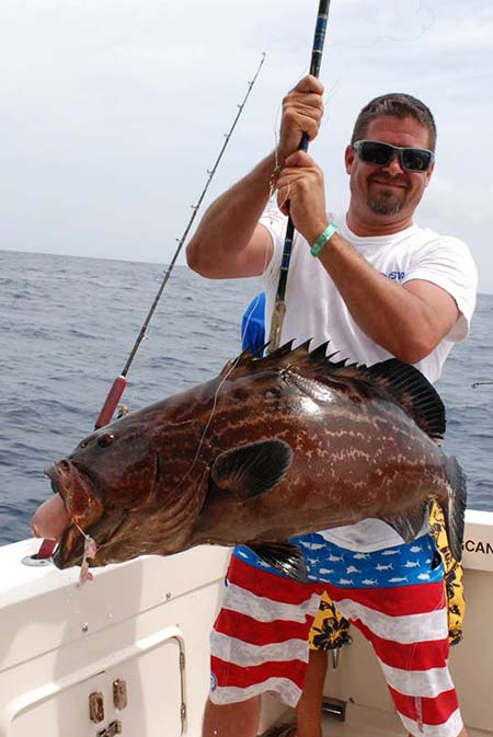 Bottom fishing chartes in Cancun and isla Mujeres