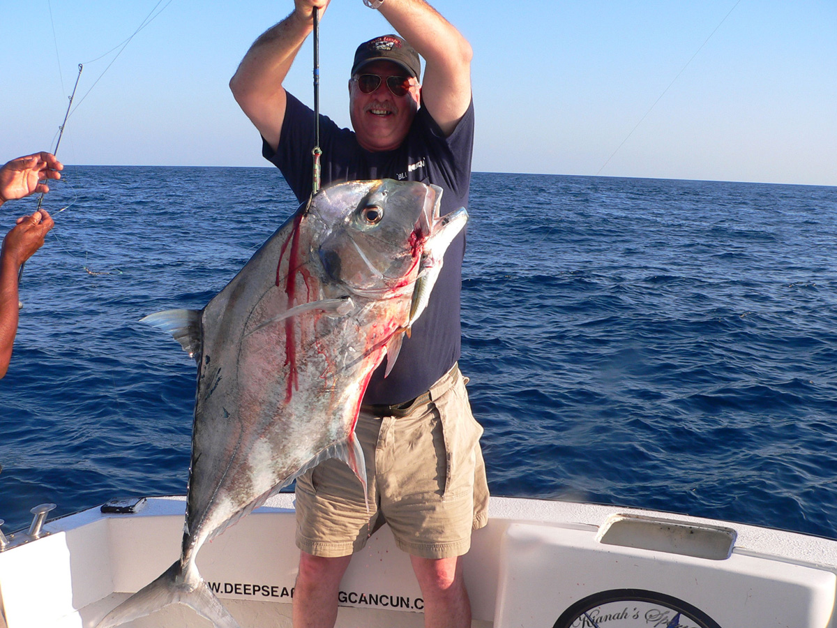 2%20cancun%20fishing%20charters-%20african%20pompano%20L.jpg